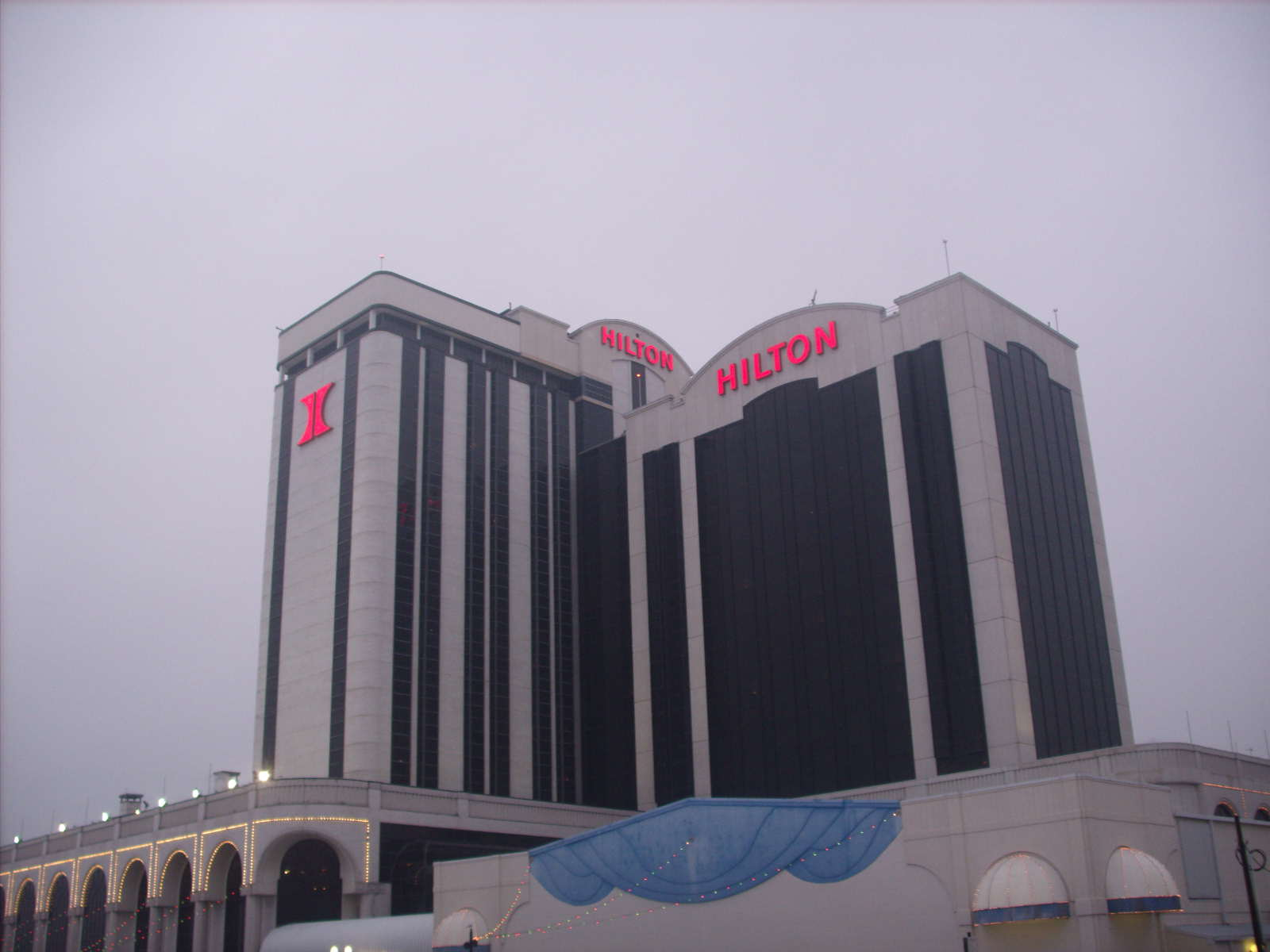 Photo of Hilton Casino Resort in Atlantic City New Jersey. A Really Big Shew - Jan. 18 thru Jan 22nd, 2009. Photo: Marion Sadge - webmaster of TomSadge.com
