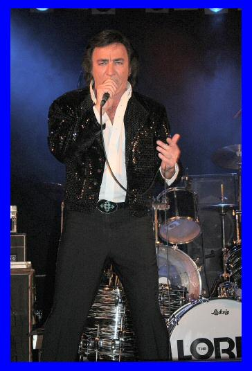 Tom Sadge (sage) performing as Neil Diamond: Photo credit - Gail Kops, Germany