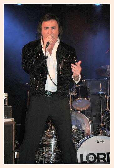 Tom Sadge As A Neil Diamond Impersonator